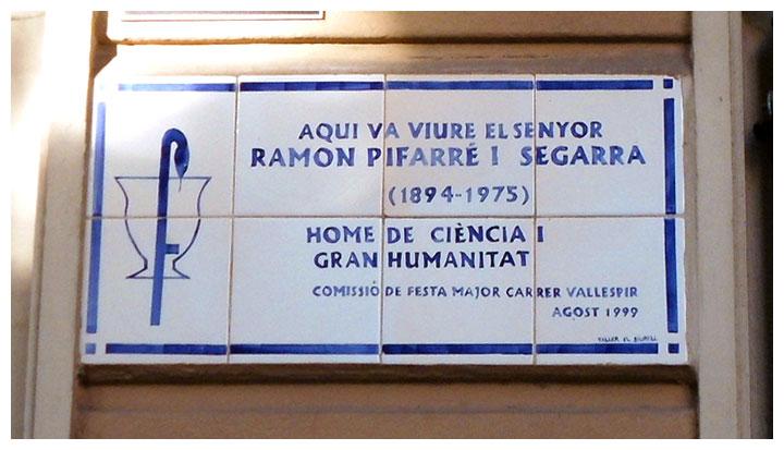Placa conmemorativa del farmacéutico Ramón Pifarré